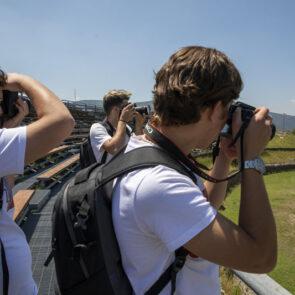 immagine di soggetti che scattano foto del progetto PICTURE OF LIFE di Vitec Imaging Solutions