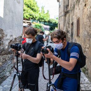 immagine con soggetti che scattano foto del progetto PICTURE OF LIFE di Vitec Imaging Solutions