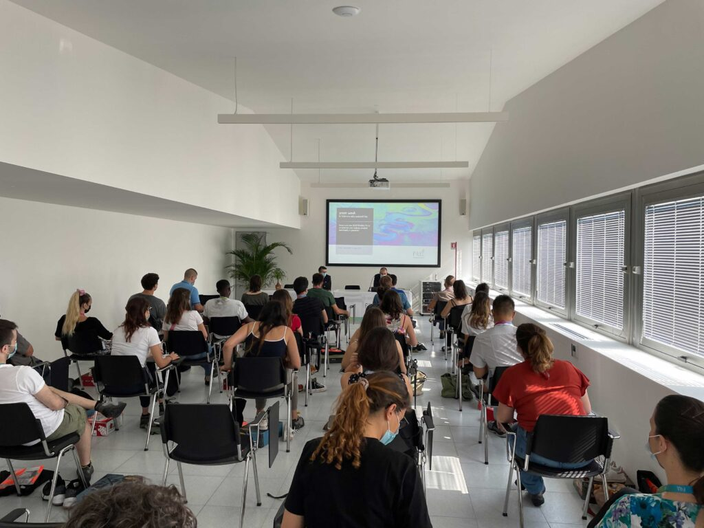 immagine di una riunione presso l'azienda FITT